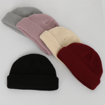 MEDIUM-SHORT KNIT BEANIE